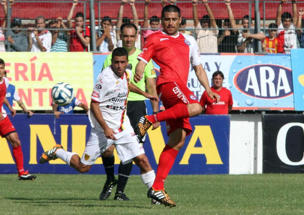 Juan Román Riquelme convirtió un gol y fue figura del Bicho. Foto: Agencias