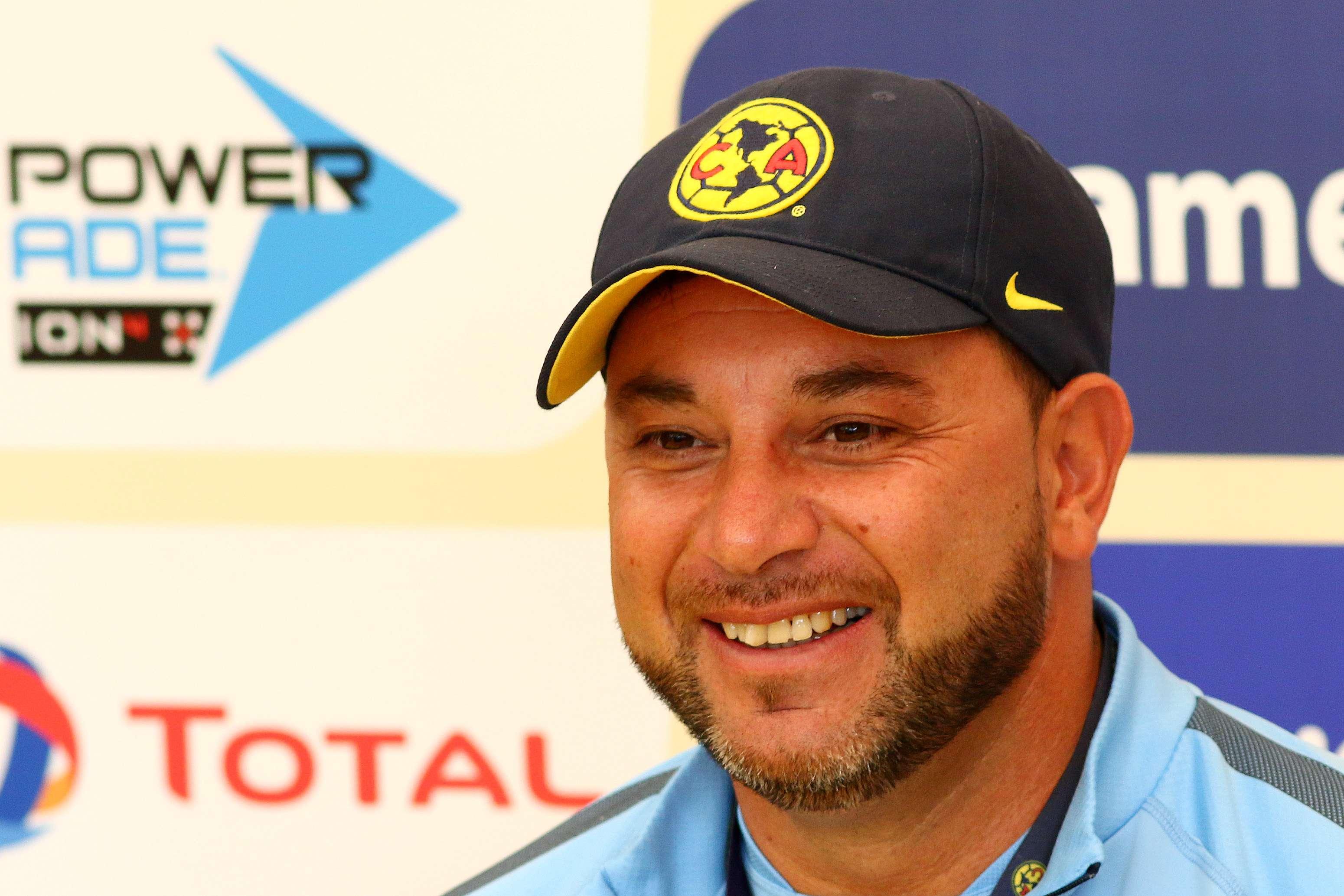 Mohamed evitó hablar del mal momento de Chivas. Foto: imago7
