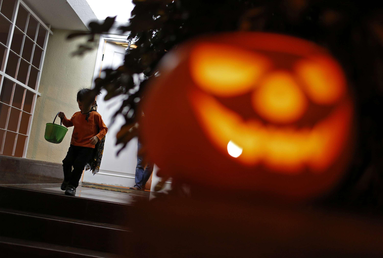 Halloween es una tradición de origen celta que se festeja la noche del 31 de octubre de cada año. Foto: Archivo/AP en español