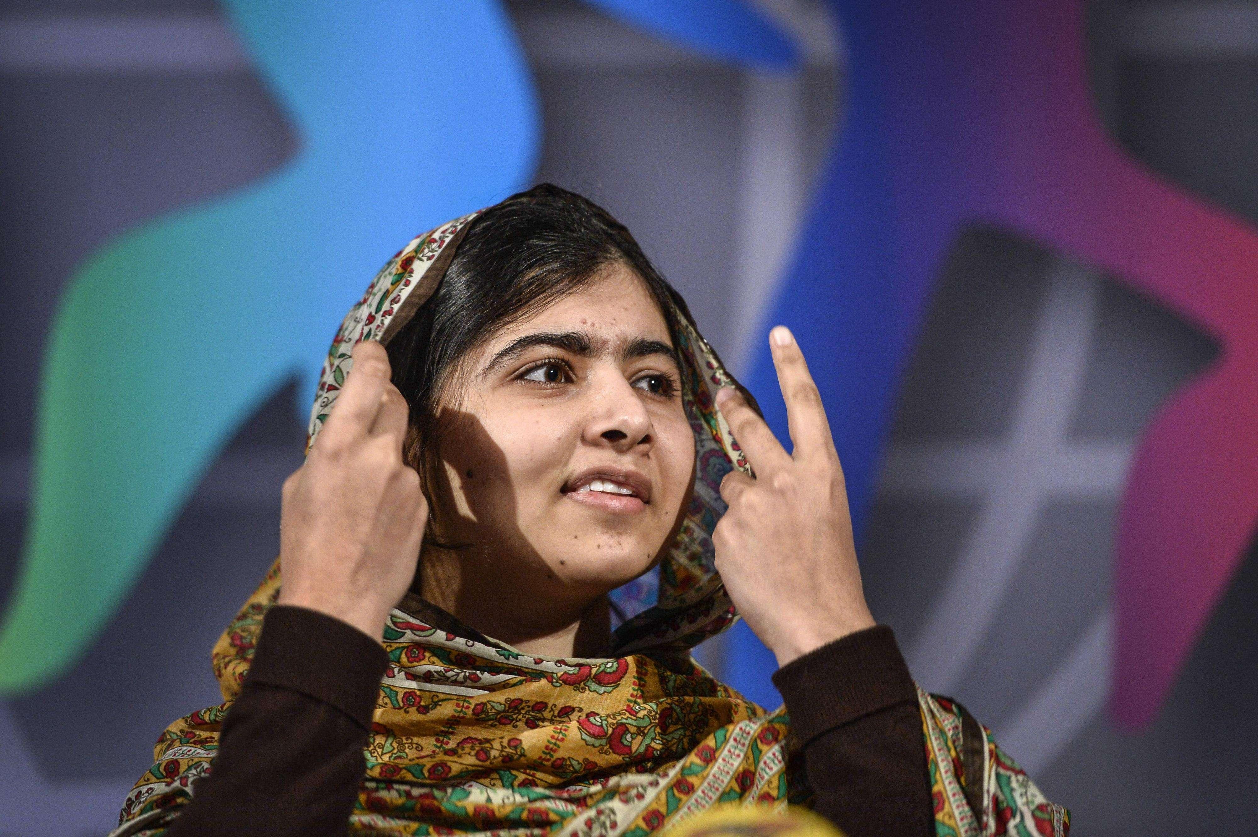 La paquistaní de 17 años de edad anunció la donación al recibir el premio en Mariefred, al sur de Estocolmo. Foto: AP en español