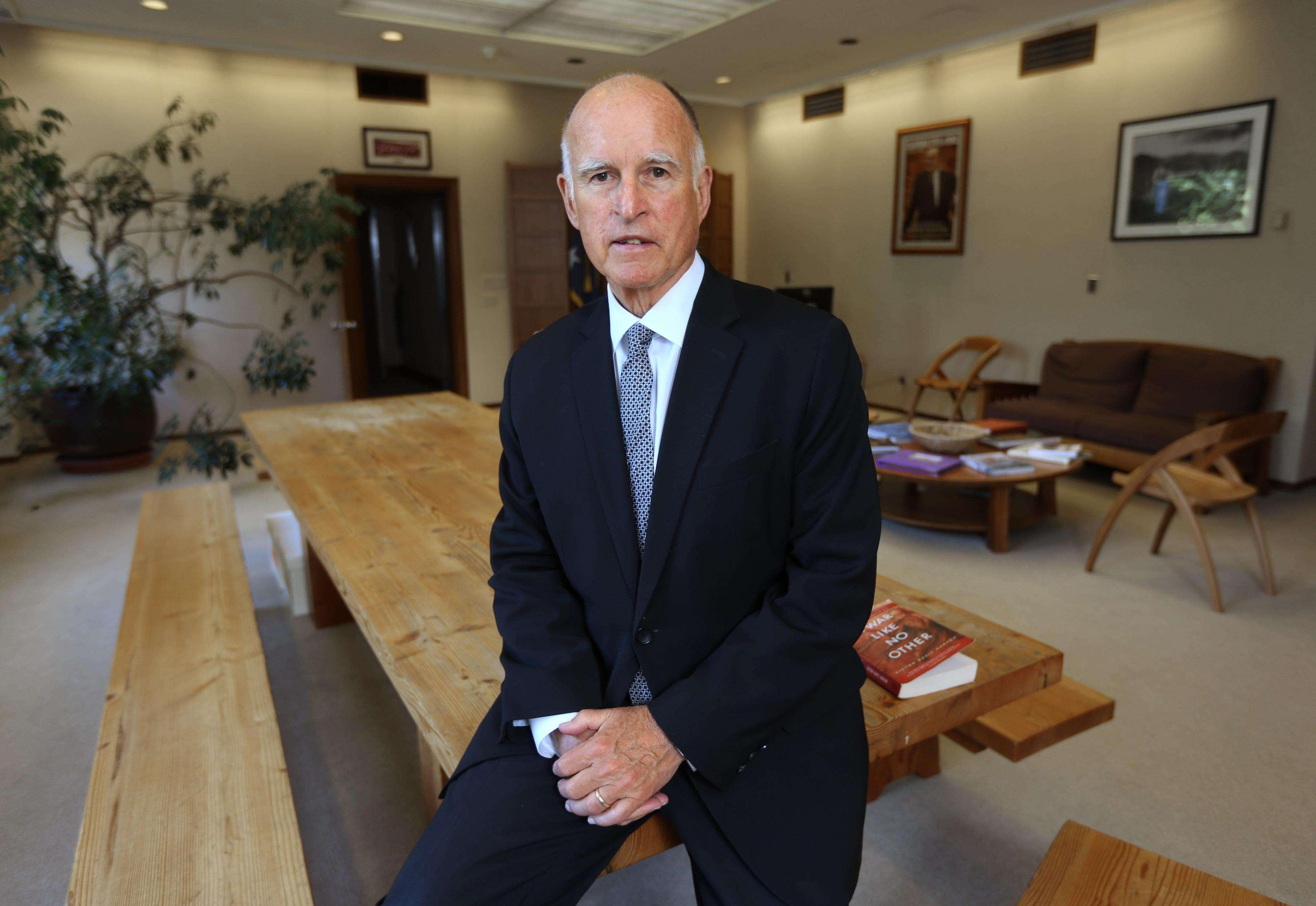 El gobernador de California Jerry Brown en foto de archivo del 28 de mayo de 2014. Foto: AP en español