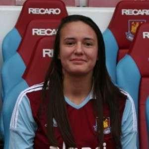 Katie Sheppard, 20 anos, foi encontrada enforcada em sua casa Foto: West Ham United FC/Reprodução