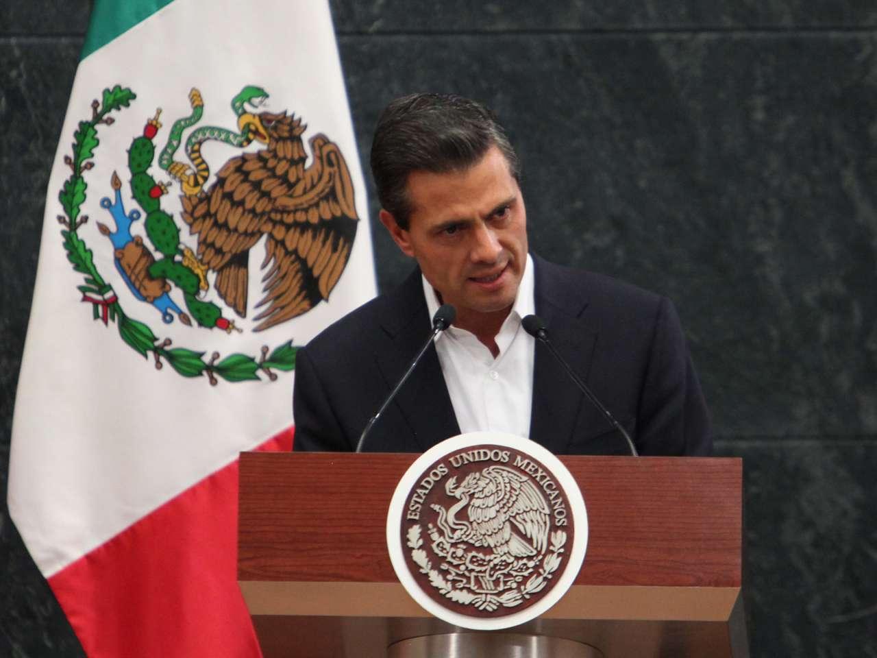 El presidente Enrique Peña Nieto informó que tras una reunión con los familiares de los 43 normalistas desaparecidos de Ayotzinapa, firmaron un documento de 10 puntos entre los que destaca la renovación del plan de búsqueda de los estudiantes y el apoyo a las normales rurales del país. Foto: Terra