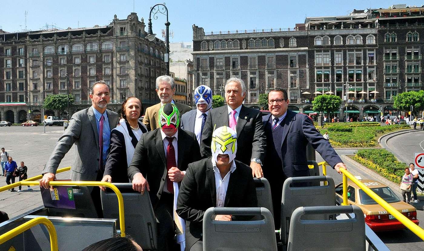 El Secretario de Turismo del Distrito Federal, Miguel Torruco, acompañado por Atlantis, Guerrero Maya Jr. y Delta anunciaron la expansión del Turiluchas. Foto: CMLL