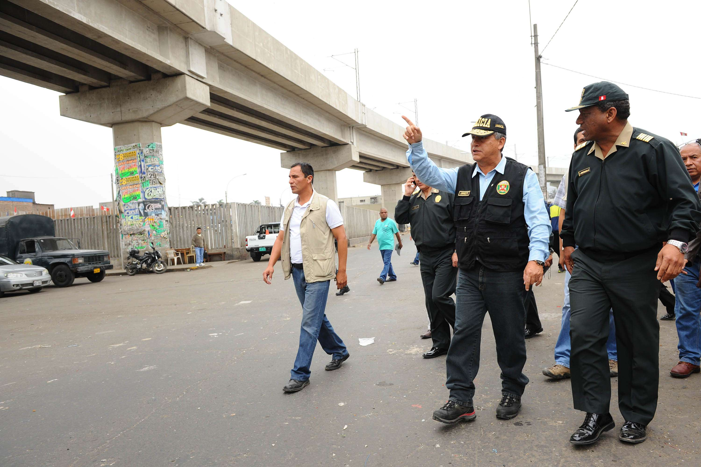 Urresti promente liberar de ambulantes la Av. Aviación Foto: Terra Perú