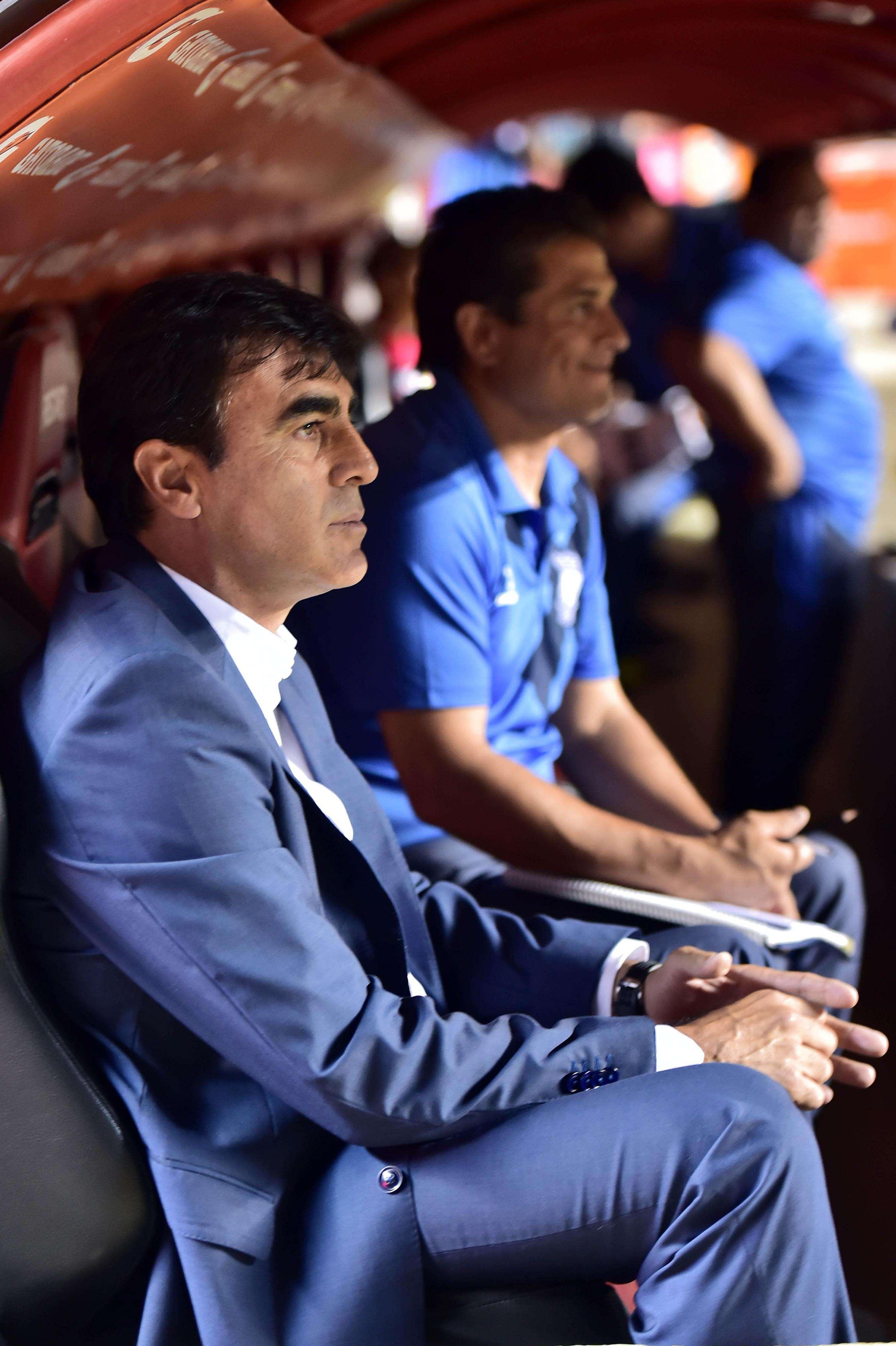 Gustavo Quinteros terá que fazer sua equipe ganhar por dois gols de diferença no Equador para avançar na Sul-Americana Foto: Nelson Almeida/AFP