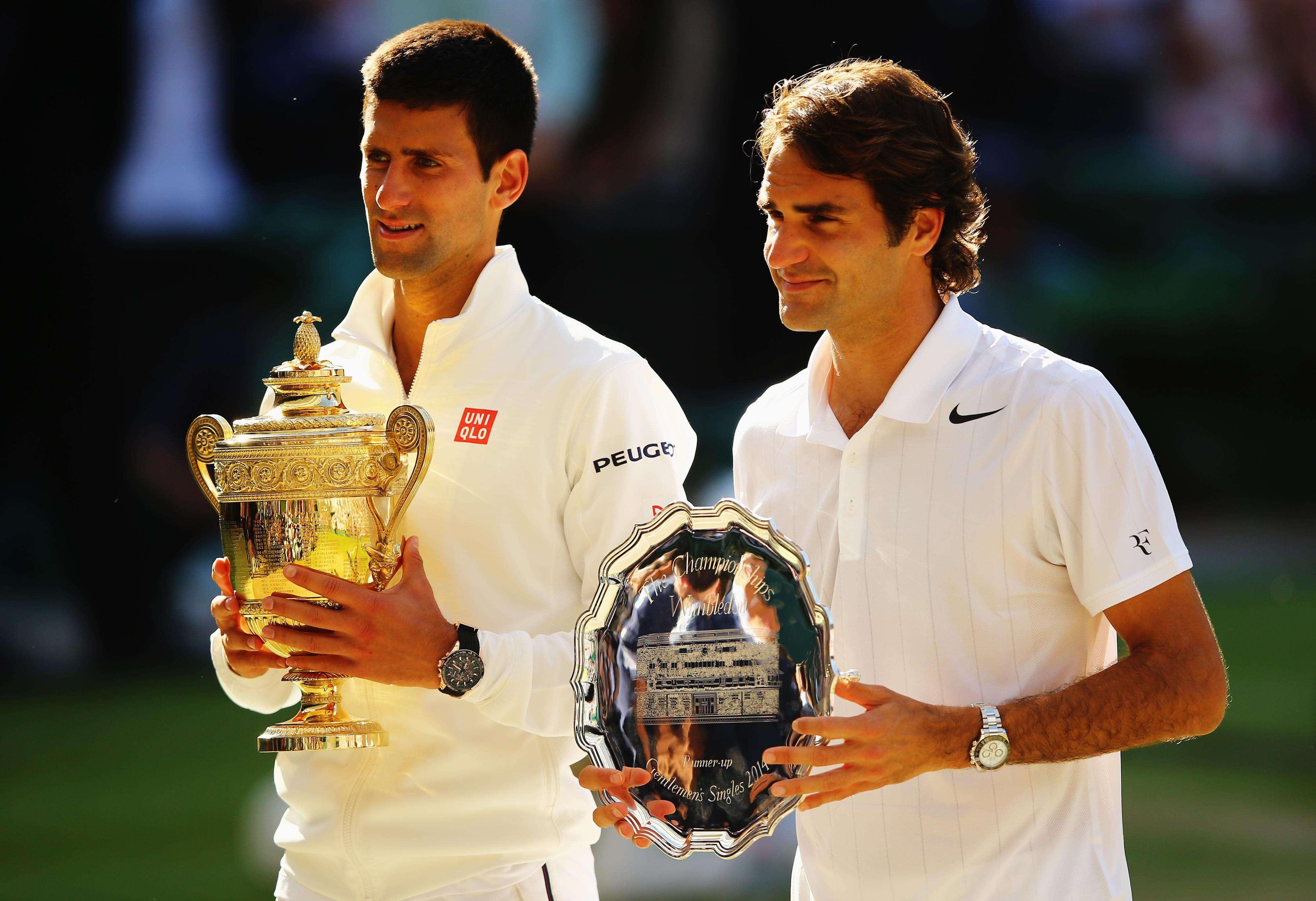 Novak Djokovic y Roger Federer después de disputar la Final de Wimbledon en este 2014 Foto: Gettyimages