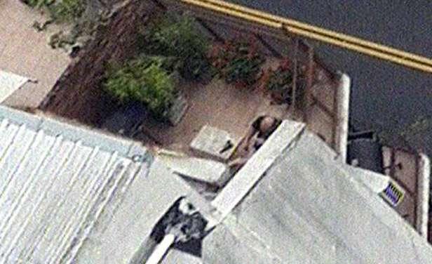 Un hombre realizó disparos desde un balcón. Se desconocen los motivos. Foto: captura TV