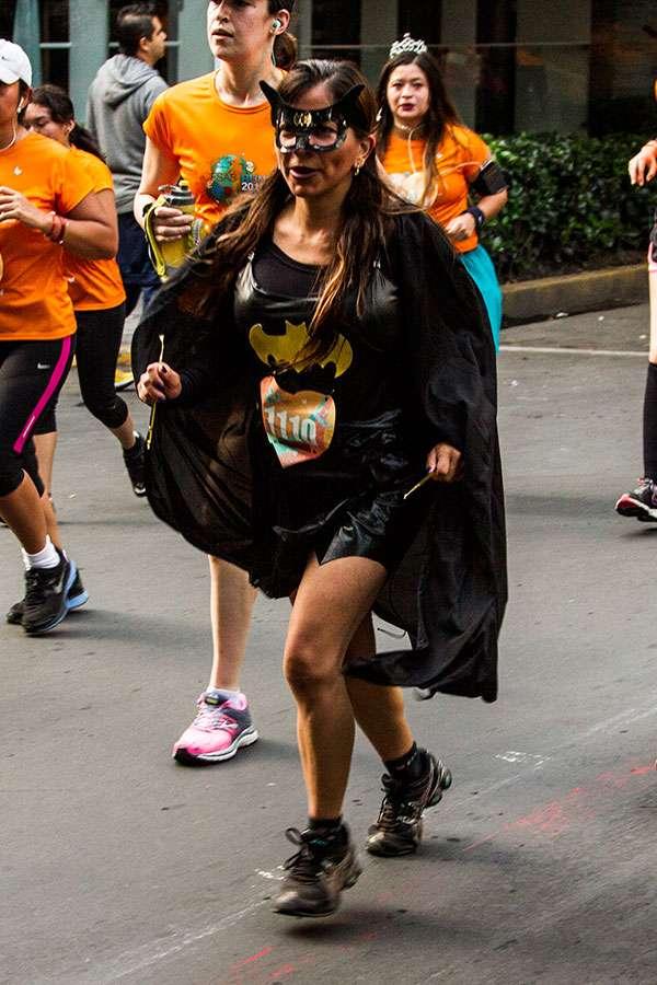 En México cada vez es más común que haya carreras temáticas y de disfraces, donde los corredores sacan su humor e ingenio a relucir. Foto: Ricardo Otero/Terra