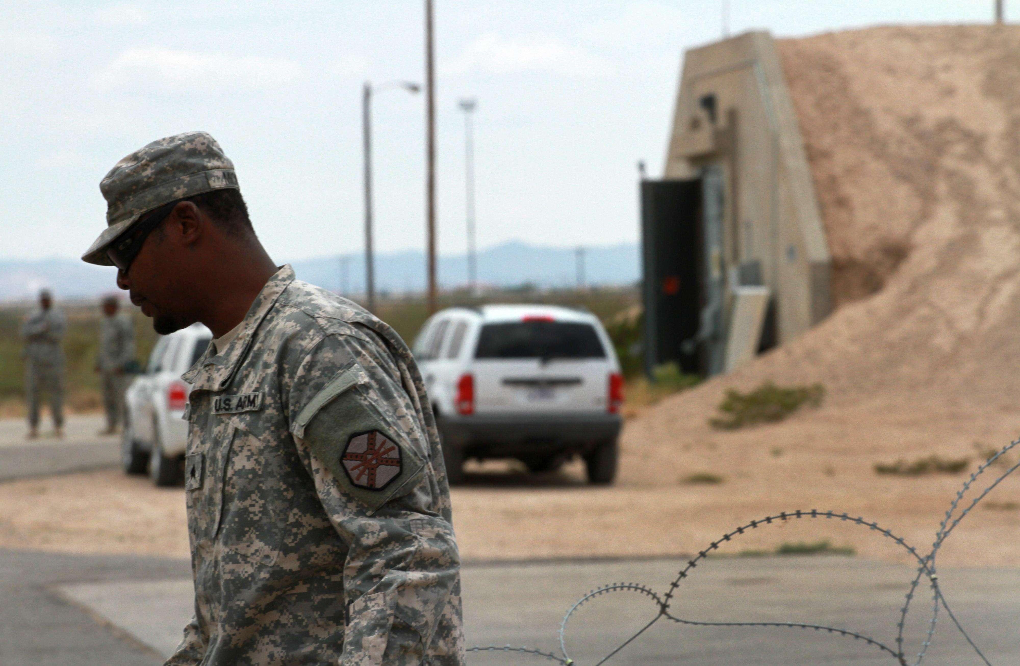 Los militares aceptaron haber ayudado a indocumentados a entrar ilegalmente a EU. Foto: AP en español