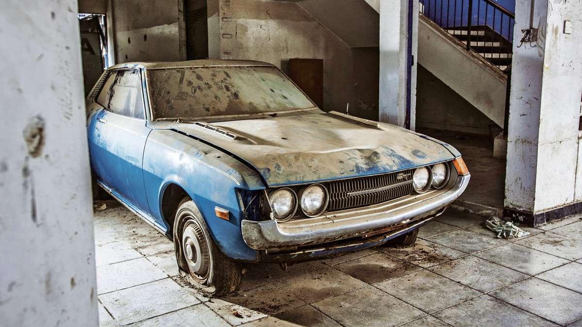 Coche abandonado en agencia de Chipre Foto: Terra