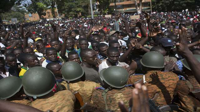 A tentativa do presidente Compaoré de permanecer no poder foi recebida com violentos protestos em Burkina Faso Foto: Reuters