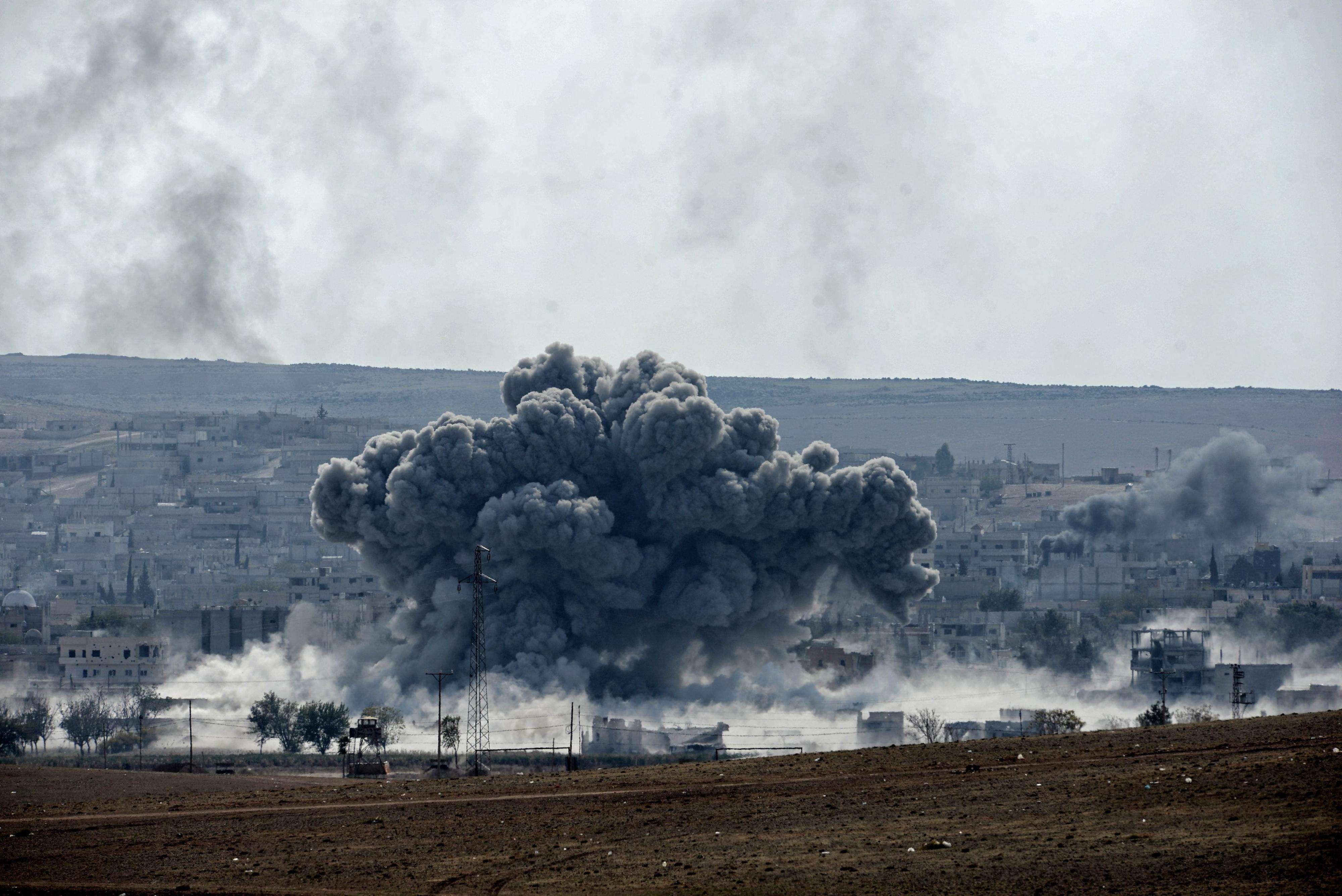 Vista de una explosión en Kobani (Siria) tomada desde Turquía el pasado martes. Foto: EFE en español