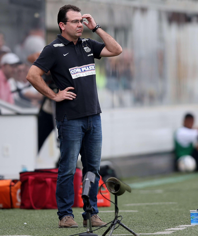 Enderson Moreira optou não poupar ninguém par a partida da Copa do Brasil no meio da próxima semana Foto: Friedmann Vogel/Getty Images