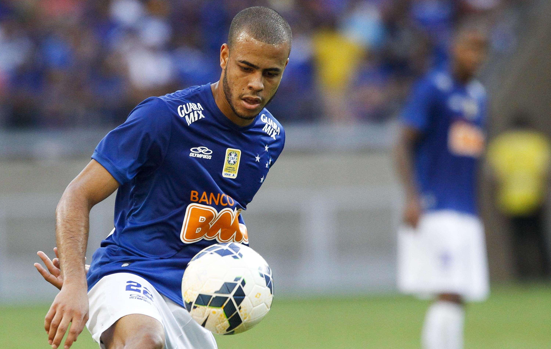 Mayke teve uma atuação segura na lateral direita do Cruzeiro Foto: Washington Alves/Getty Images