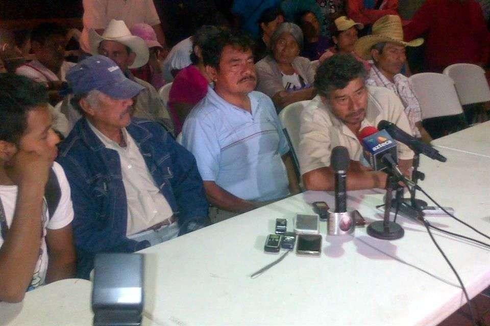 Ante la falta de resultados de las investigaciones para localizar a los 43 normalistas de Ayotzinapa, familiares se negaron a instalar la comisión mixta de seguimiento del caso con la Secretaría de Gobernación y la Procuraduría General de la República. Foto: Jesús Guerrero/Reforma