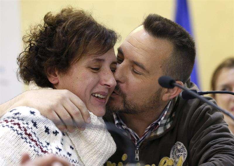 La auxiliar de enfermería Teresa Romero y su marido, Javier Limón. Foto: EFE en español