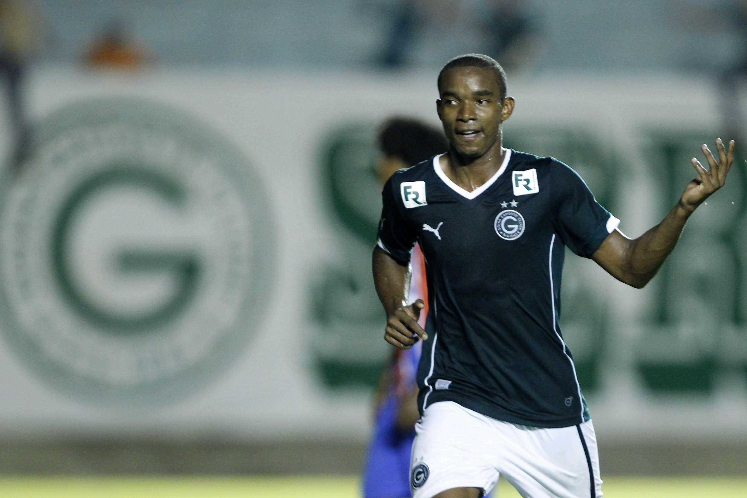 Thiago Mendes festeja gol de falta Foto: Adalberto Marques / Agif/Gazeta Press