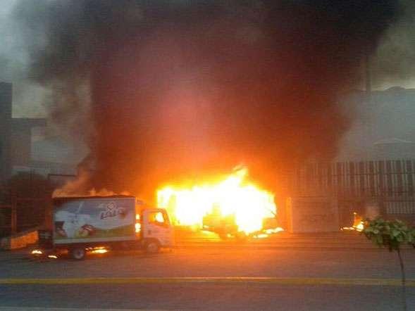 Normalistas, incendian, autos, palacio, sede, gobierno de Guerrero, ayotzinapa Foto: EFE en español