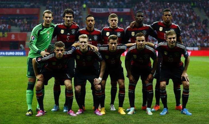 Seleção da Alemanha posa para foto antes de jogo com a Polônia em Varsóvia. 11/10/2014 Foto: Kacper Pempel/Reuters