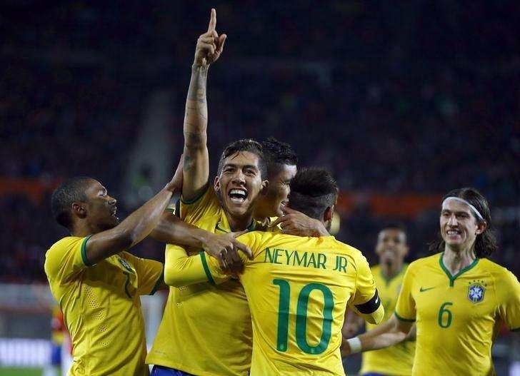 Firmino comemora gol do Brasil sobre a Áustria em Viena nesta terça-feira. Foto: Leonhard Foeger/Reuters
