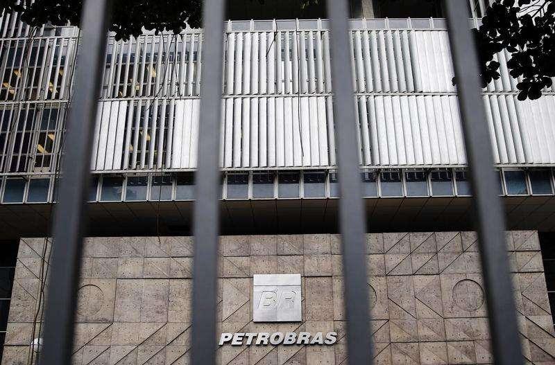 La sede de Petrobras en Río de Janeiro, nov 4 2014. La petrolera estatal brasileña Petrobras despidió a uno de sus ejecutivos por supuesta corrupción e identificó a cerca de 15 empleados más que también estarían implicados en contratos irregulares con suministradores, afirmó el miércoles una fuente familiar con la situación. Foto: Sergio Moraes/Reuters