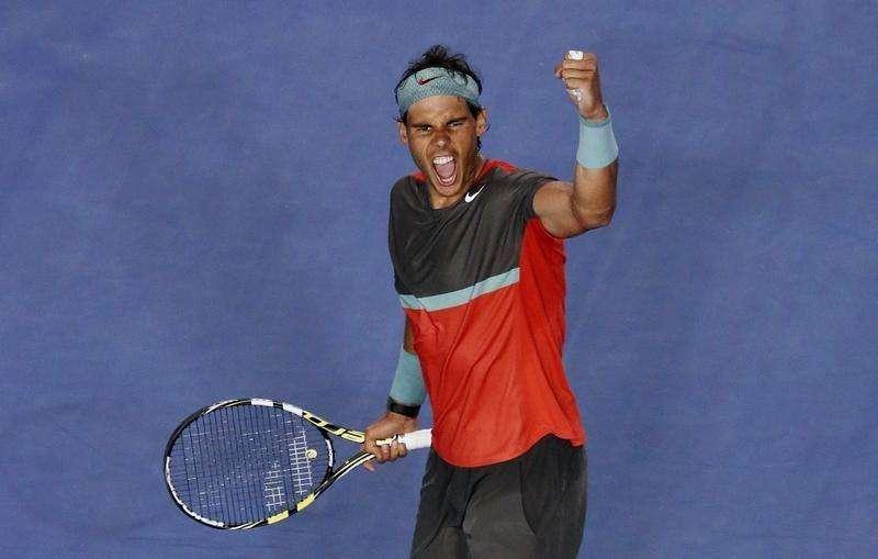 El 2014 no ha sido un gran año para Rafa Nadal, pero con sus problemas de lesión aparentemente superados el español confía en que volverá a su mejor nivel la próxima temporada. En la imagen de archivo, Nadal celebra la victoria frente a Roger Federer en semifinales del Abierto de Australia en Melbourne. Foto: David Gray/Reuters