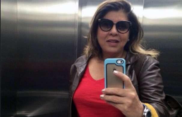 Rainha das selfies, Roberta exibe cabelo médio e com mechas Foto: Instagram.com/robertamiranda/Reprodução