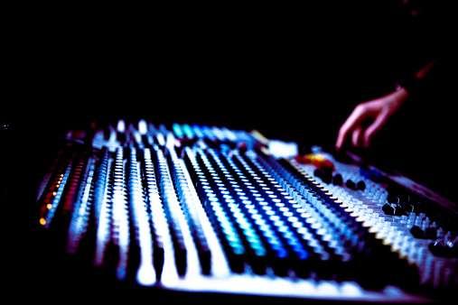 Los técnicos de audio y sonido pueden llegar a recibir un buen sueldo. Foto: Getty Images
