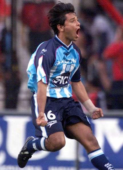 Bedoya festeja su gol con Racing a River en 2001. Foto: AFP en español