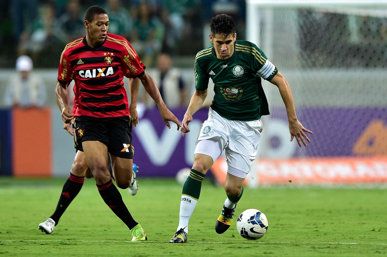 Marcelo Oliveira foi o capitão palmeirense na abertura do estádio Foto: Fernando Dantas/Gazeta Press