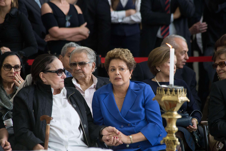 A presidenta Dilma Rousseff durante velório do ex-ministro da Justiça, Márcio Thomaz Bastos, na Assembleia Legislativa do Estado de São Paulo, nesta quinta-feira Foto: Paulo Lopes/Futura Press