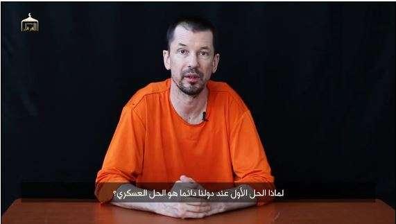 John Cantlie, prisionero británico del Estado Islámico en el cuarto video difundido sobre él, el 21 de noviembre de 2014. Foto: Huffington Post