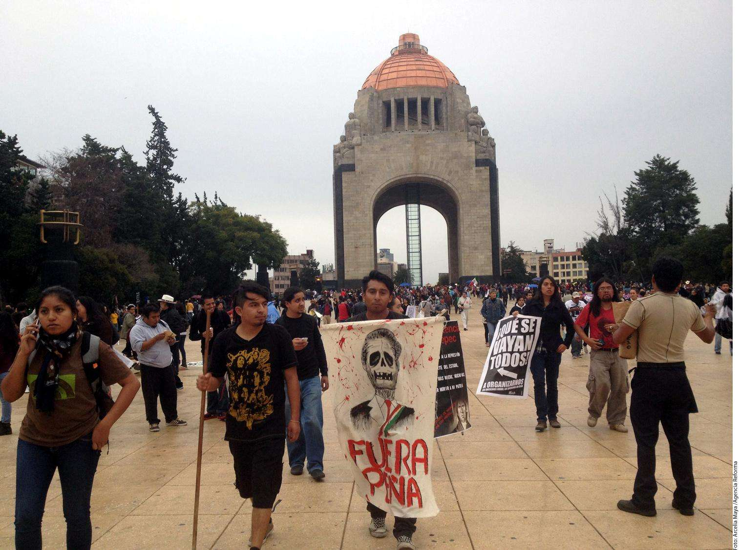 MArcha por Ayotzinapa Foto: Agencia Reforma