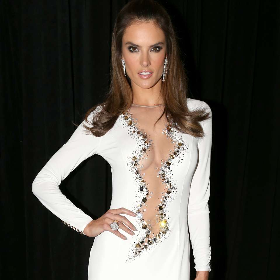 Latin Grammy 2014: Escotes - Alessandra Ambrosio. Foto: Getty Images