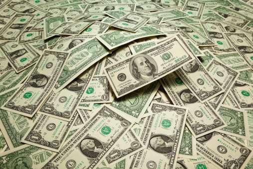 Los cheques semanales de asistencia alcanzan un promedio de 300 dólares. Foto: Getty Images