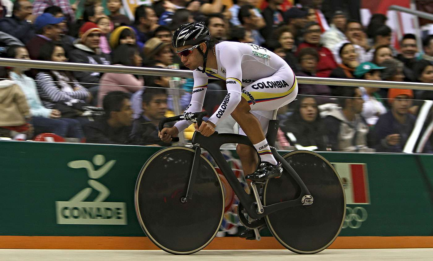 El colombiano Fernando Gaviria se adjudicó el oro en la prueba del Omnium del ciclismo de pista de los Juegos Centroamericanos y del Caribe Veracruz 2014 Foto: Mexsport