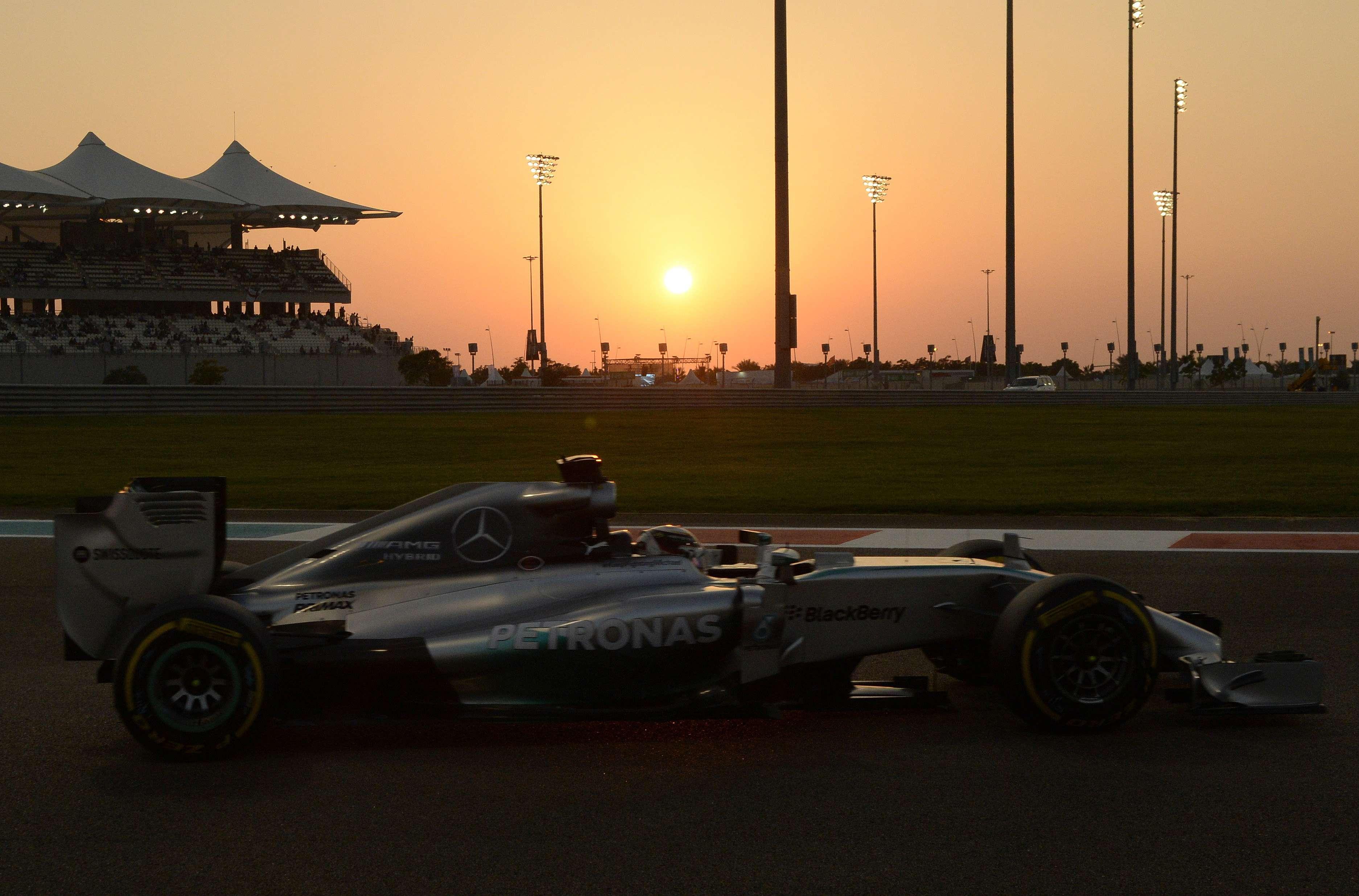 Hamilton tem provado que não está sentindo a pressão de ser favorito Foto: Tom Gandolfini/AFP