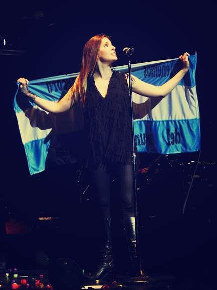 Leire con la bandera argentina. Foto: difusión