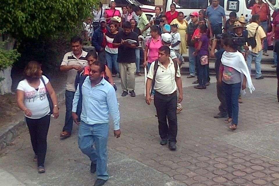 A los padres de los normalistas de Ayotzinapa desaparecidos les preocupa que el Presidente Enrique Peña considere que las protestas en su apoyo tienen un objetivo desestabilizador. Foto: Jesús Guerrero/Reforma