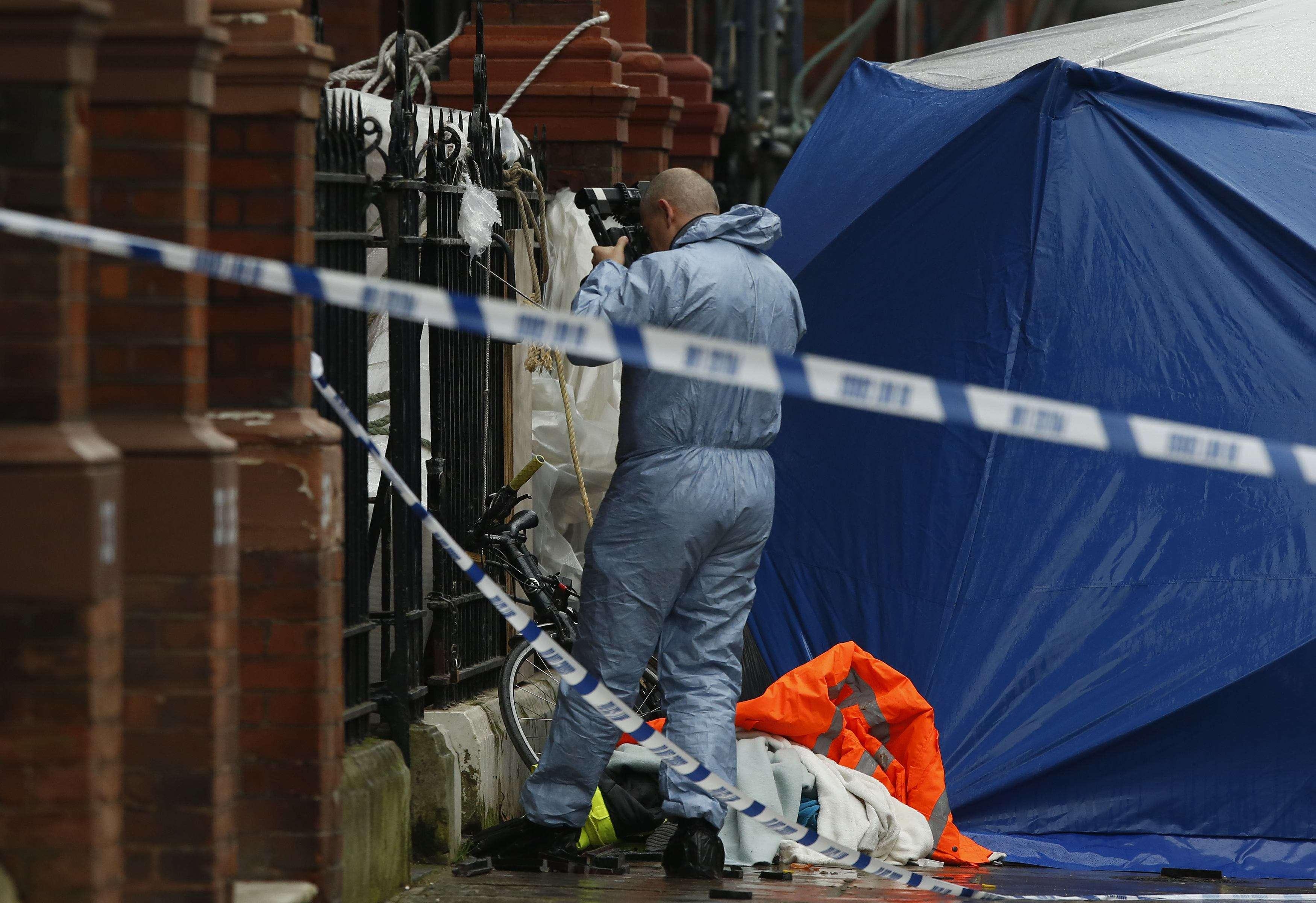 Varanda caiu e deixou duas pessoas mortas em bairro nobre de Londres nesta sexta-feira Foto: Luke MacGregor /Reuters