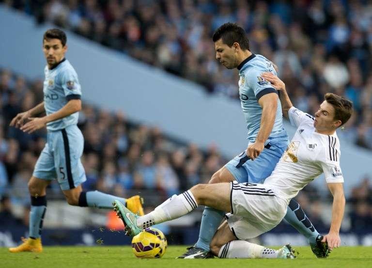 El Manchester City que dirige el chileno Manuel Pellegrini debió batallar más de la cuenta para vencer al Swansea City en el Etihad Stadium por la fecha 12 de la Premier League. Foto: AFP en español
