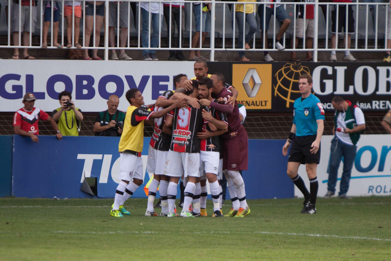 Joinville empatou com Fernando Viana, mas não carimbou título Foto: Fernando Ramos/AGP/Gazeta Press