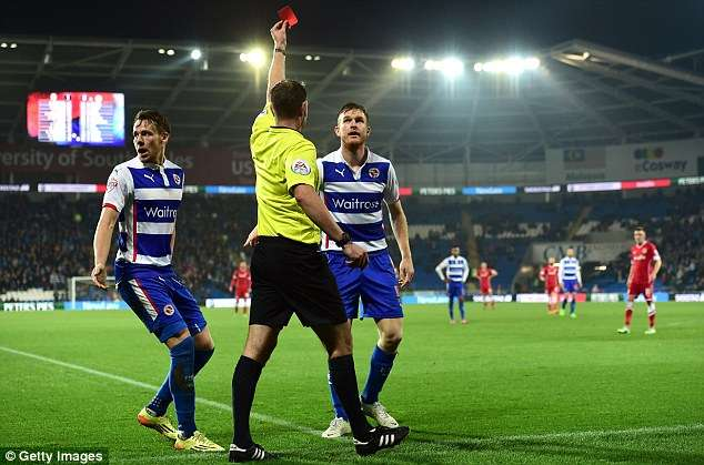 Pearce echó a perder el partido del Reading en 45 minutos. Foto: Getty Images