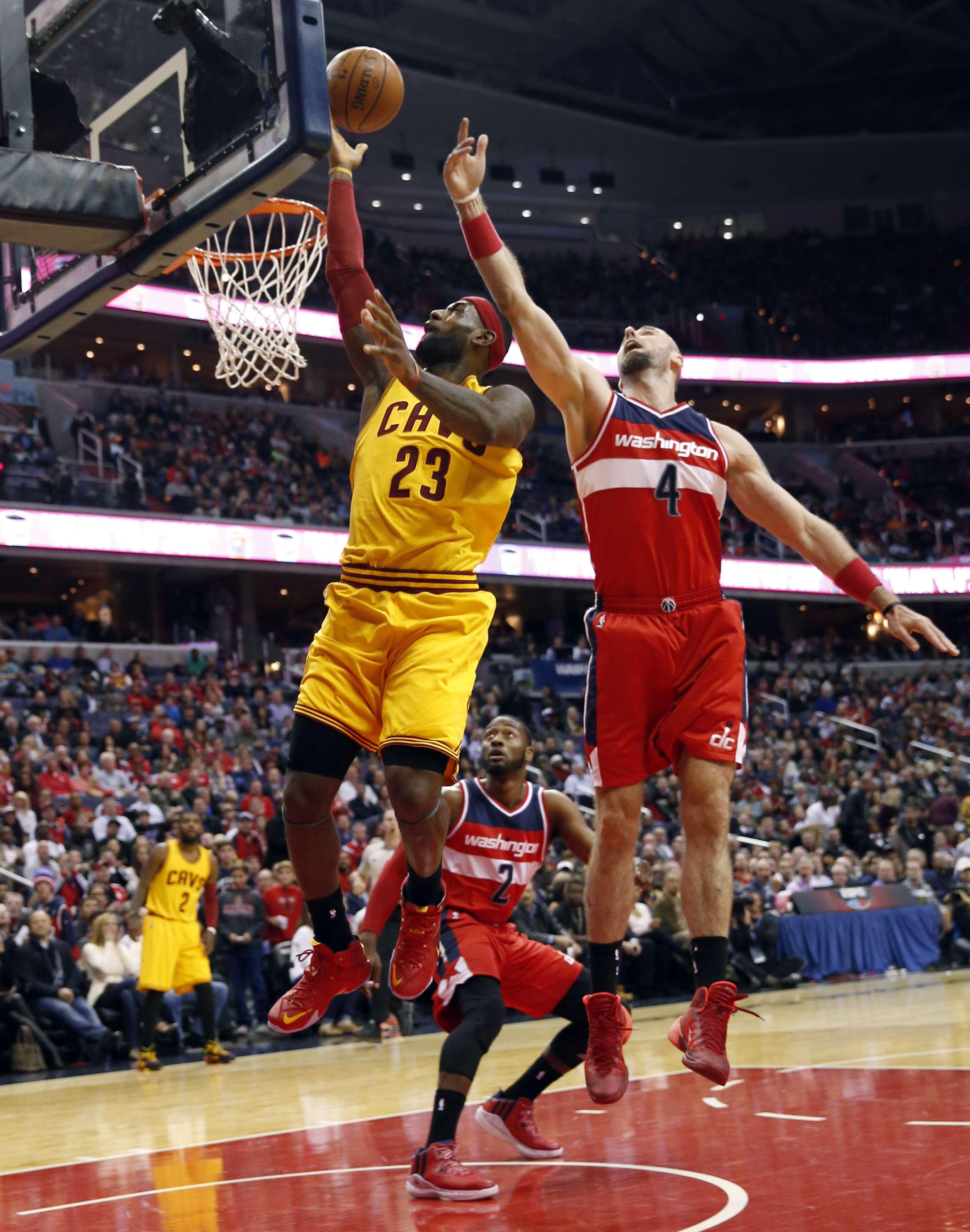 LeBron no ha pesado con los Cavaliers de Cleveland. Foto: AP
