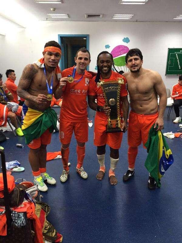 Cuca levou brasileiros para China: Junior Urso, Montillo, Vágner Love e Aloisio comemoram Foto: Twitter/ montil10/Reprodução