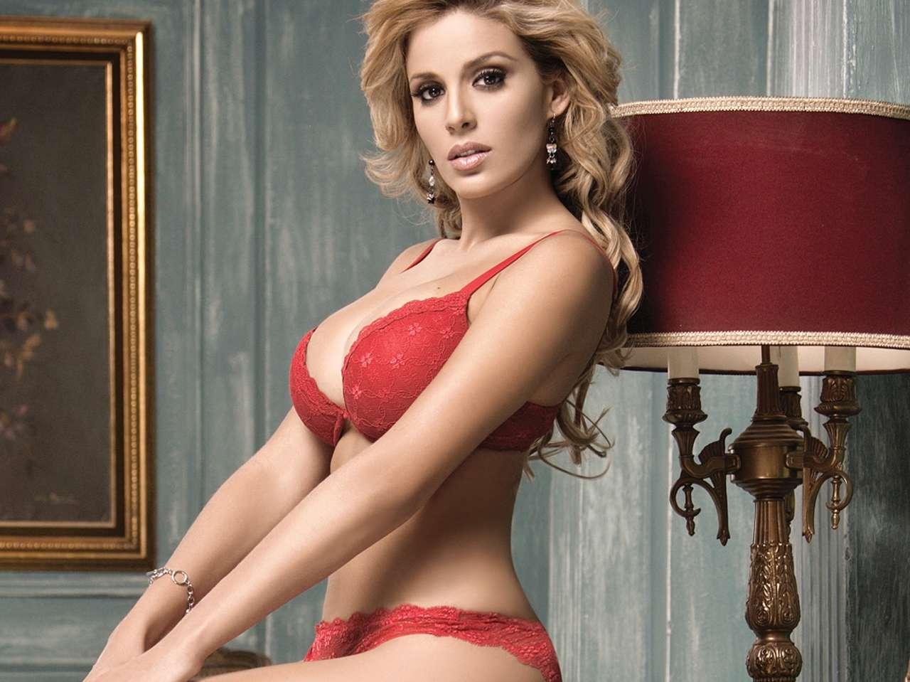 Top: Las conductoras más bellas de la televisión mexicana - Malillany Marín. Foto: Revista H para Hombres