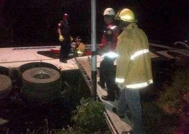 Acidente deixou 7 mortos e 11 feridos na noite desta sexta-feira Foto: Twitter