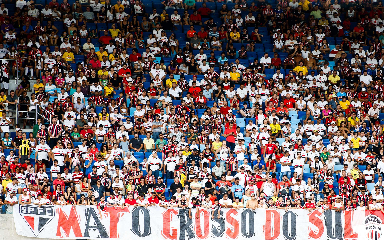 Torcida do São Paulo no MT compareceu em massa à Arena Pantanal Foto: Alexandre Schneider/Getty Images