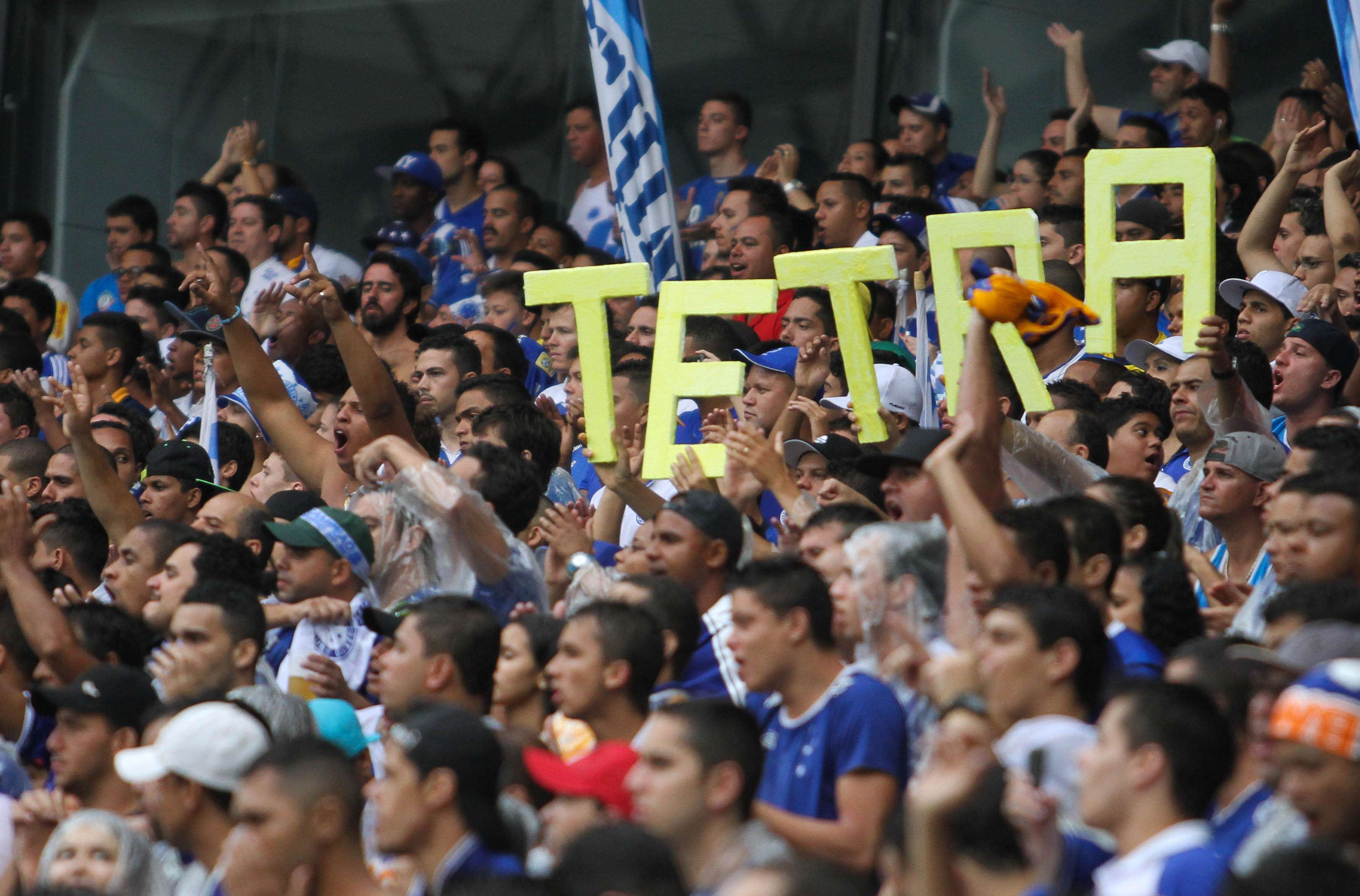Torcida do Cruzeiro faz a festa com o tetra brasileiro Foto: Gil Leonardi/Agência Lance